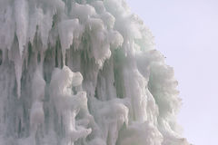 Blocos congelados de estalactites dos sincelos do gelo Foto de Stock Royalty Free