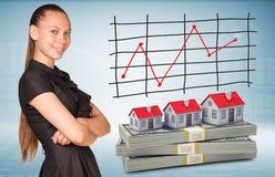 Blocos da mulher de negócios e do dólar com casas de fileira Imagem de Stock