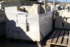 Blocos da pedra Material de construção Produto da fábrica ou do armazém da construção Foto de Stock Royalty Free
