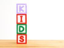 Blocos de apartamentos do alfabeto essa soletração as crianças da palavra Imagem de Stock Royalty Free