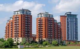 Blocos de apartamentos modernos fotografia de stock royalty free