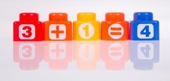 Blocos de apartamentos ou blocos plásticos da cor em um fundo Foto de Stock Royalty Free