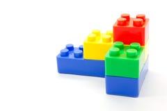 Blocos de apartamentos plásticos de Lego no fundo branco Imagem de Stock