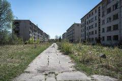 Blocos de apartamentos soviéticos abandonados em Skrunda, Letónia foto de stock
