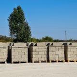 Blocos de cinza, que se encontram nas baías Cinza do armazenamento imagem de stock