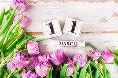 Blocos de madeira com data de dia das mães, o 11 de março Foto de Stock