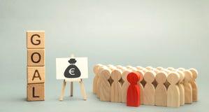 Blocos de madeira com o objetivo da palavra, o dinheiro e a equipe do negócio Conceito do negócio Cooperação e trabalhos de equip foto de stock royalty free