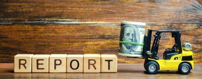 Blocos de madeira com o relatório da palavra, dinheiro e uma empilhadeira Análise de indicadores financeiros da empresa Lucro e c imagem de stock royalty free