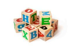Blocos de madeira do alfabeto isolados no fundo branco imagem de stock royalty free