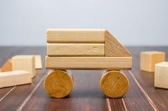 Blocos de madeira do brinquedo do caminhão Fotos de Stock