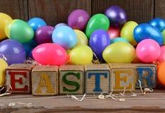 Blocos de madeira dos ovos da páscoa Fotografia de Stock