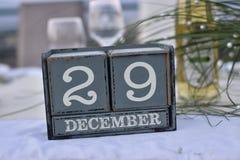 Blocos de madeira na caixa com data, dia e mês o 29 de dezembro imagem de stock royalty free