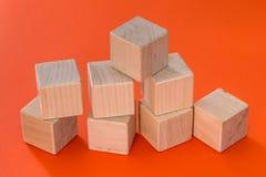 Blocos de madeira vazios dos cubos isolados Fotografia de Stock