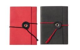 Blocos de notas vermelhos e pretos do bolso isolados no fundo branco, vista superior imagem de stock