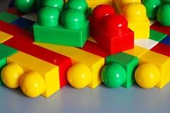 Blocos do desenhista Blocos plásticos do brinquedo, construtor dos brinquedos das crianças Imagens de Stock Royalty Free