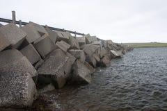 Blocos do quebra-mar em barreiras de Churchill, Orkneys Fotografia de Stock