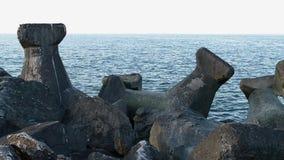 Blocos feitos concretos do quebra-mar video estoque