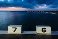 Blocs commençants aux bains d'océan de Merewether - Australie de Newcastle photos libres de droits