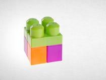 Blocs constitutifs ou blocs constitutifs en plastique sur le fond Images stock
