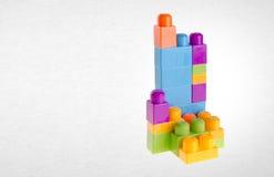 Blocs constitutifs ou blocs constitutifs en plastique sur le fond Image libre de droits