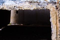 Blocs de béton à un chantier de construction R?paration de rue photographie stock libre de droits