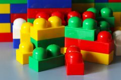 Blocs de concepteur Blocs en plastique de jouet, constructeur de jouets d'enfants Photographie stock