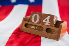 Blocs de date sur le drapeau américain avec le thème du 4 juillet Images libres de droits