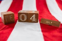 Blocs de date sur le drapeau américain avec le thème du 4 juillet Photo stock