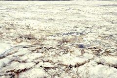 Blocs de glace sur la rivière photos libres de droits