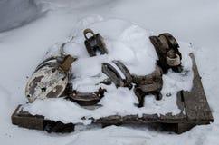 Blocs de poulie couverts par la neige photographie stock