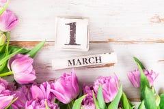 Blocs en bois avec la date telle que le 1er mars Photo stock