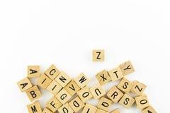 Blocs en bois d'alphabet avec beaucoup de lettres Image libre de droits