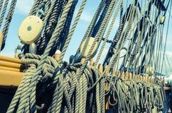 Blocs et attirail d'un navire de navigation photos libres de droits
