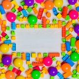 Blocs et briques multicolores de jouets photographie stock libre de droits