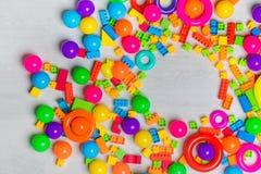 Blocs et briques multicolores de jouets photographie stock