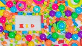 Blocs et briques multicolores de jouets photos libres de droits