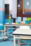Blocs et Chambre colorés de construction sur le bureau Images libres de droits