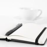 Blocs-notes avec le stylo et le café Photographie stock libre de droits