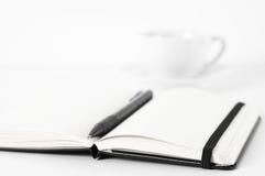 Blocs-notes avec le stylo et le café Photo stock