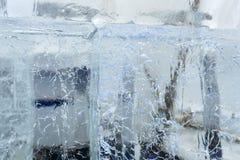 Blocs transparents glaciaires de glace avec des modèles Photographie stock libre de droits