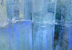Blocs transparents glaciaires de glace avec des modèles Photos stock