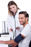 blod som kontrollerar doktorskvinnligtryck Arkivbilder