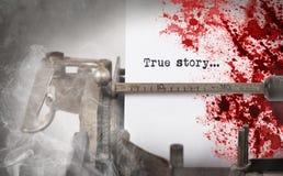 Bloda ner anmärkningen - tappninginskriften som göras av den gamla skrivmaskinen Royaltyfri Bild