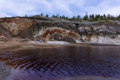 Bloda ner vatten av den salta sjön arkivbilder