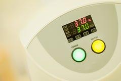 Blodanalysator, med temperaturbildskärmen Arkivfoton