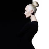 Blode elegante no fundo preto e branco geométrico foto de stock royalty free
