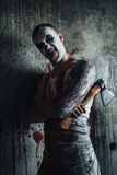 Blodig clown-galning med yxa Arkivbilder