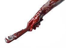Blodig hand som rymmer en justerbar skiftnyckel, blodig tangent, galen rörmokare, blodigt tema, halloween tema, vit bakgrund som  Royaltyfri Foto
