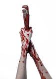 Blodig hand som rymmer en justerbar skiftnyckel, blodig tangent, galen rörmokare, blodigt tema, halloween tema, vit bakgrund som  Arkivfoto