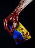 Blodiga händer, flaggan av Ukraina i blodet, revolution i Ukraina, svart bakgrund Arkivbilder